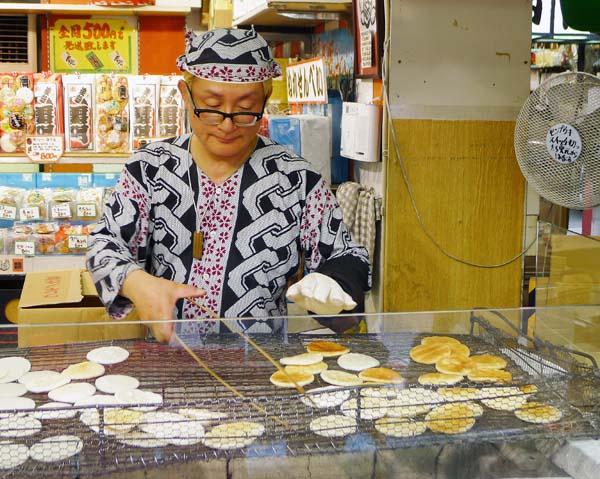 Asakusa Rice Craker Making