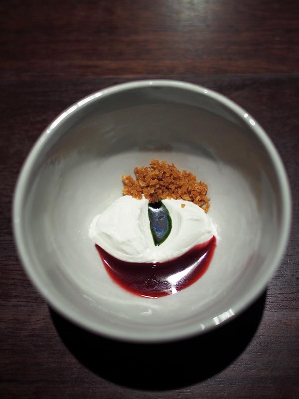 Momofuku Seiobo curd blackcurrant mint