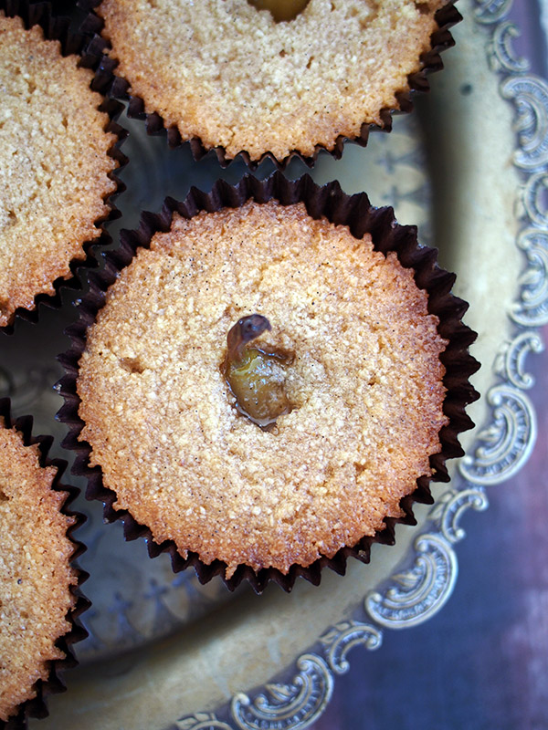 Almond and pear cakes