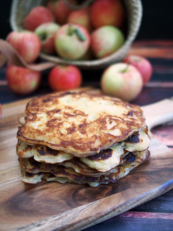 Abolu Pankukas (Latvian Apple Pancakes)