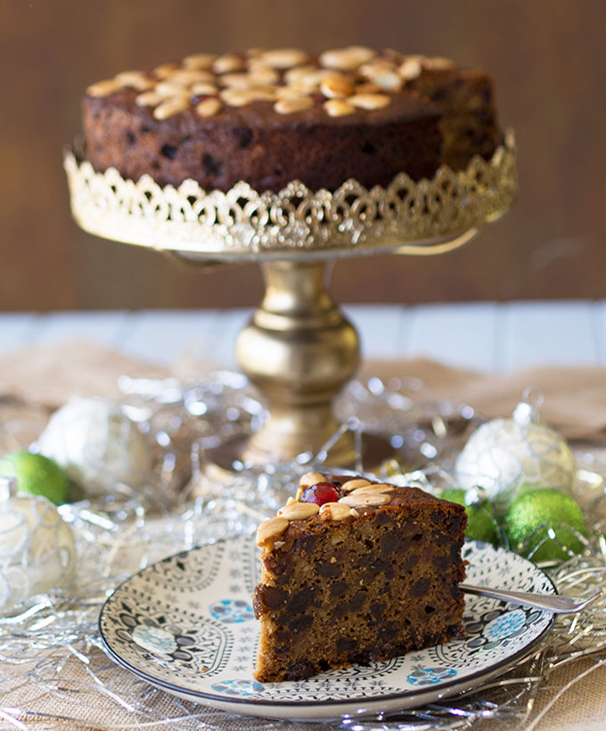 Traditional Christmas Cake Recipe | www.bellyrumbles.com