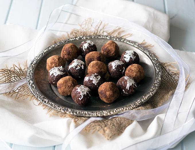 Vegan Rum Balls | www.bellyrumbles.com