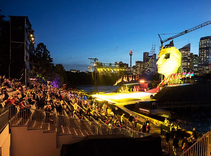 Aida-Audience-&-Stage