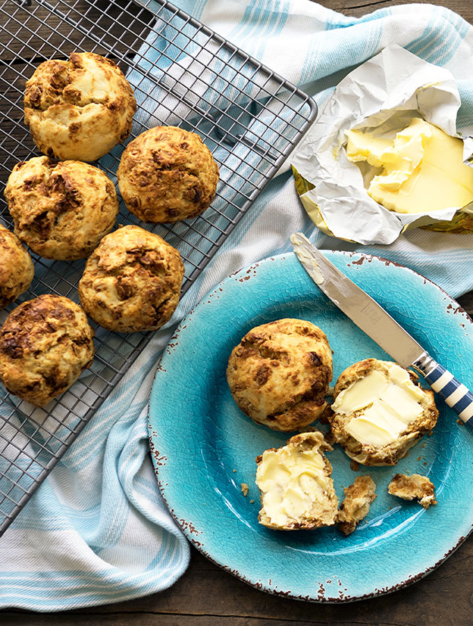 ANZAC Scones, a scone with ANZAC biscuit flavours | www.bellyrumbles.com