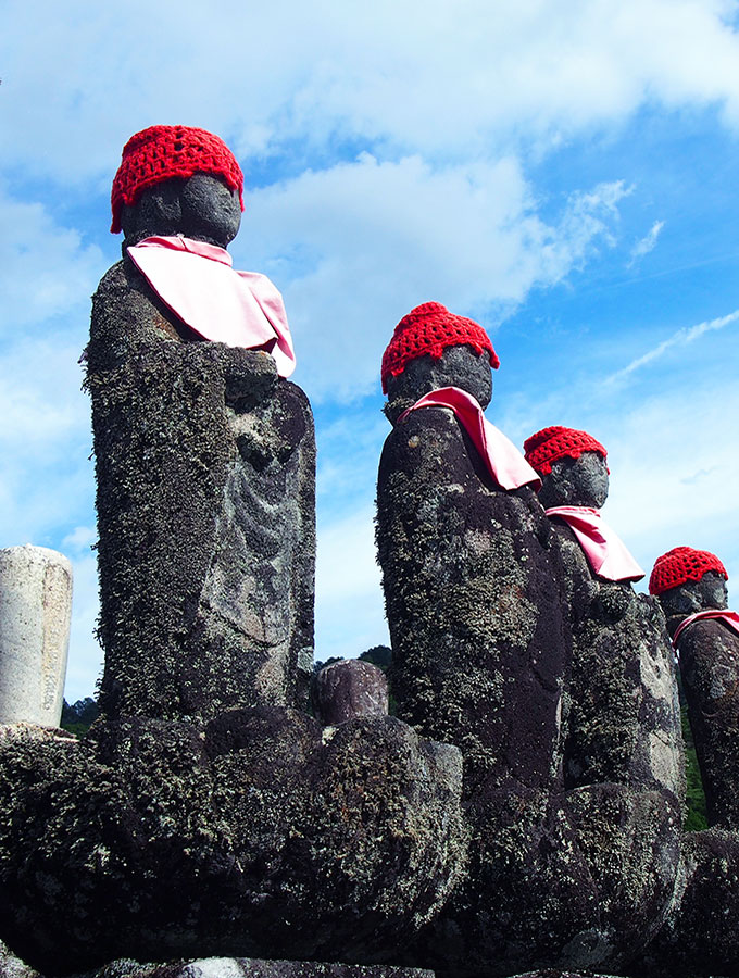 Tsumago-Red-Hats