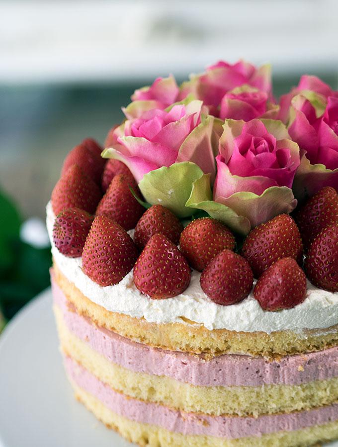 Strawberry Cheesecake Sponge Cake | www.bellyrumbles.com