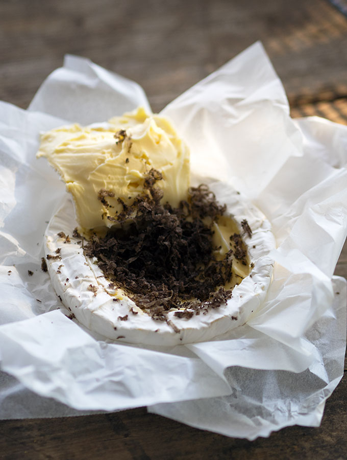 Baked Brie with Black Truffle | www.bellyrumbles.com