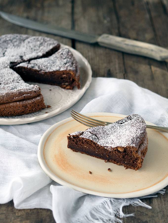 2 Ingredient Nutella Cake | www.bellyrumbles.com