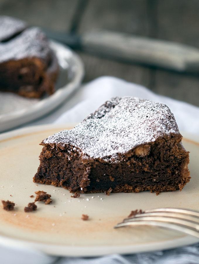2 Ingredient Nutella Cake | www.bellyrumbles.com