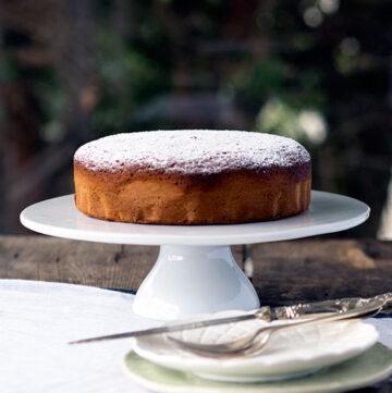 Honey Cake Recipe | www.bellyrumbles.com
