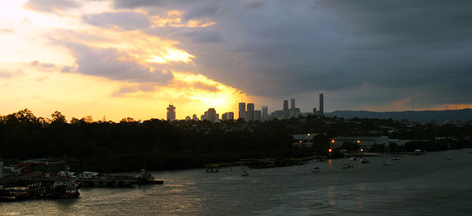 Dawn-Princess-Setting-Sail-Down-Brisbane-River