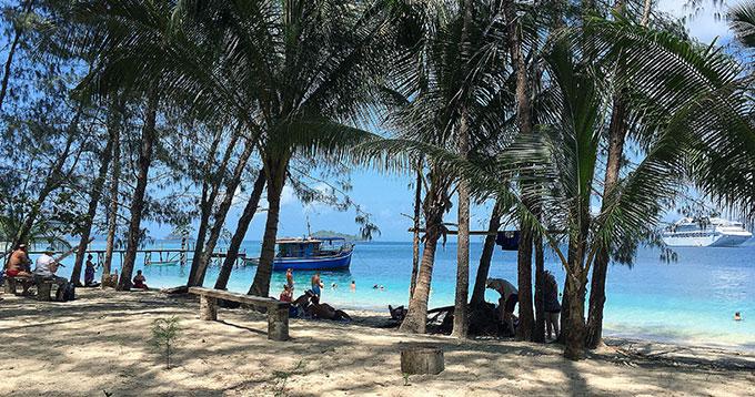 Doini-Island-PNG-Boats