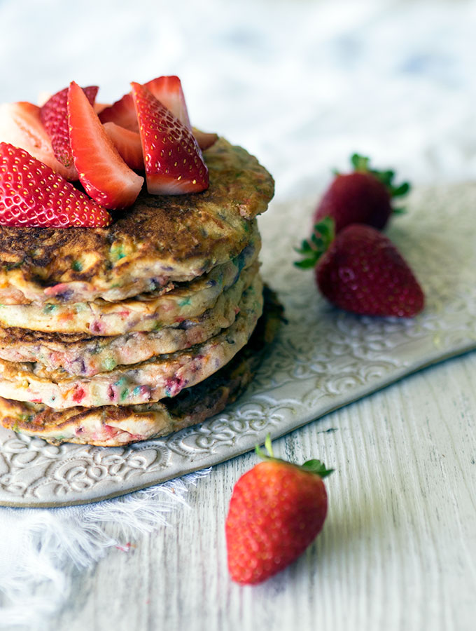 Funfetti Pancakes ~ a breakfast full of rainbow colours
