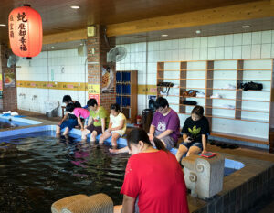 Dr Fish pedicure in Jiaoxi Taiwan. Where thousands of garra rufa fish nibble dead skin from your feet. How does it feel? Is it safe? I have my feet gummed so you can read all about it.
