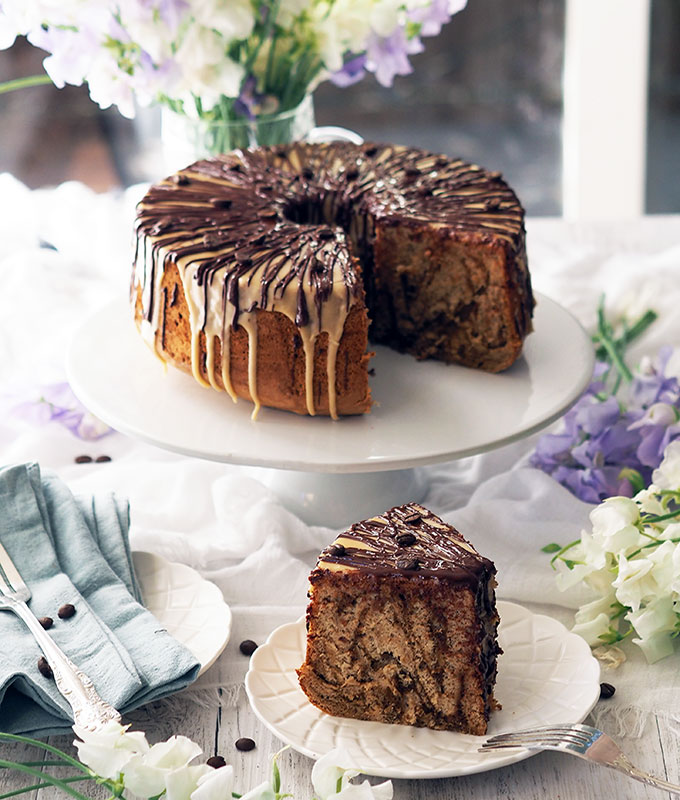 A simple but stunning coffee marble chiffon cake. The drizzle of dark chocolate over the coffee butter icing takes this chiffon cake to a new level.