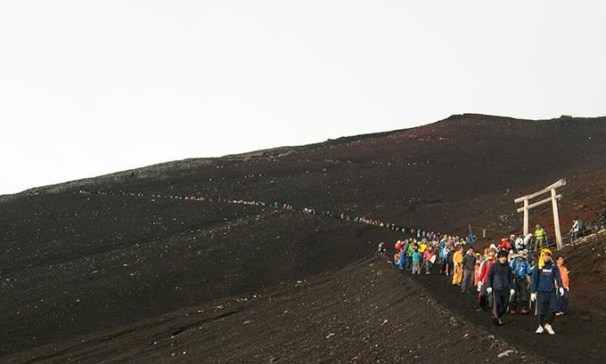 Climbing Mt Fuji, an in depth guide as to what you can expect when climbing Fuji san