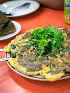 The Oldest Chinatown in the World, Binondo Manila – Sincerity Café & Restaurant, they do brilliant machang and are famous for oyster cakes (or oyster omelettes).