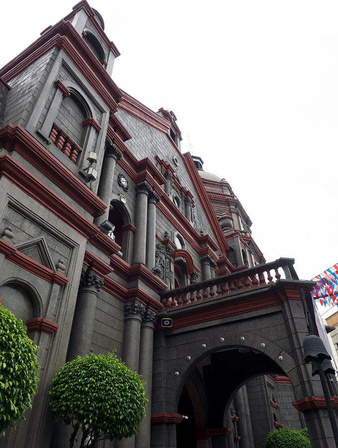 The Oldest Chinatown in the World, Binondo Manila – Binondo Church is also known as Minor Basilica of Saint Lorenzo Ruiz and Our Lady of the Most Holy Rosary Parish. A great place to start your Chinatown Food Tour Manila.
