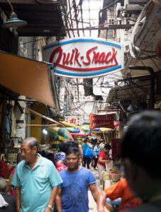 The Oldest Chinatown in the World, Binondo Manila – Quick Snack, tasty lumpia (Filipino spring rolls) and empanadas.