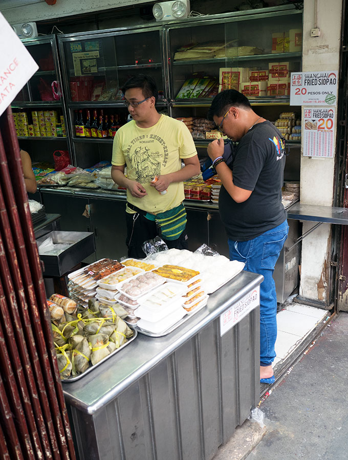 The Oldest Chinatown in the World, Binondo. Chinatown Food Tour Manila – Must try are Fried Siopao from Shanghai Fried Siopao. Fluffy pork buns that have been steamed and then fried.