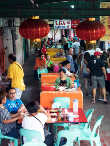 The Oldest Chinatown in the World, Binondo. Chinatown Food Tour Manila – A feast of deliciousness can be found around every corner. Fast food stores near the Estero of Ongpin, this is where you can find deep fried frogs legs.