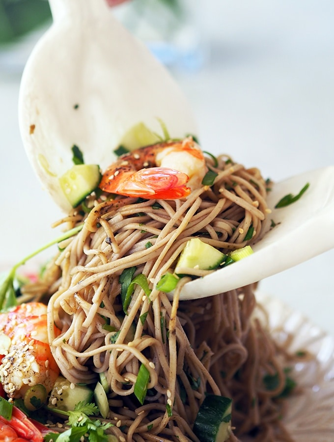 soba noodle salad with shrimp and sesame seeds