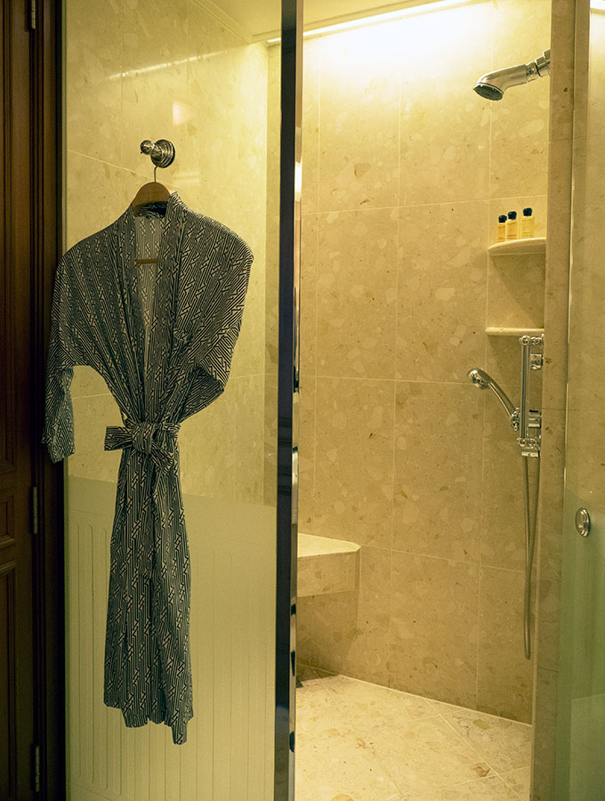 Deluxe Suite Shower, Oscar de la Renta