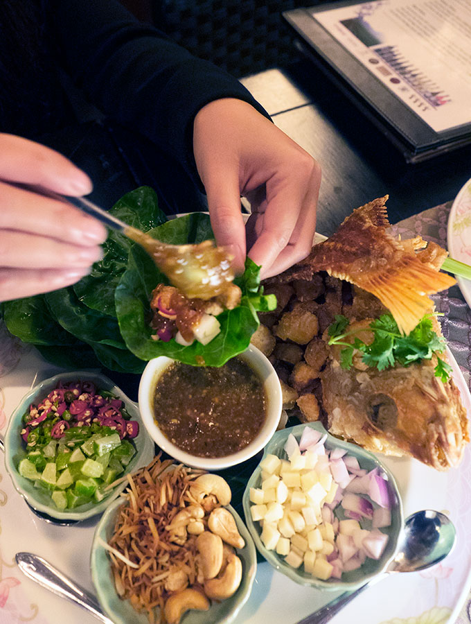 MIEANG KA-NAR PLA TUB TIM Salathip Thai Restaurant Shangri-La Bangkok
