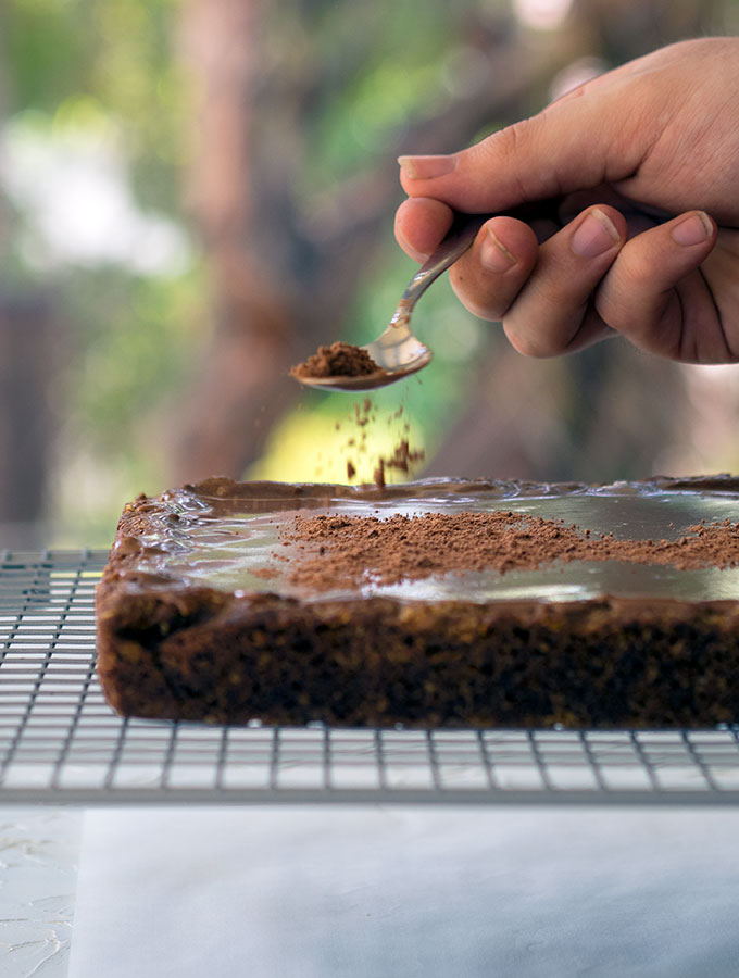 Sprinkling Milo on this super easy Milo slice.