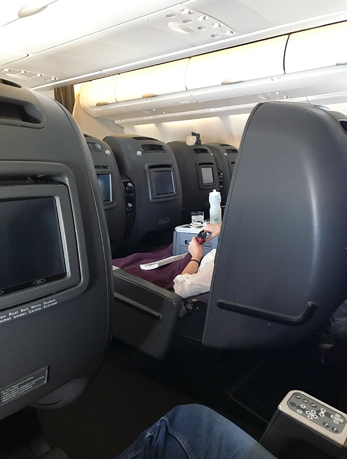 Review Qantas Business Class Sydney To Singapore Belly