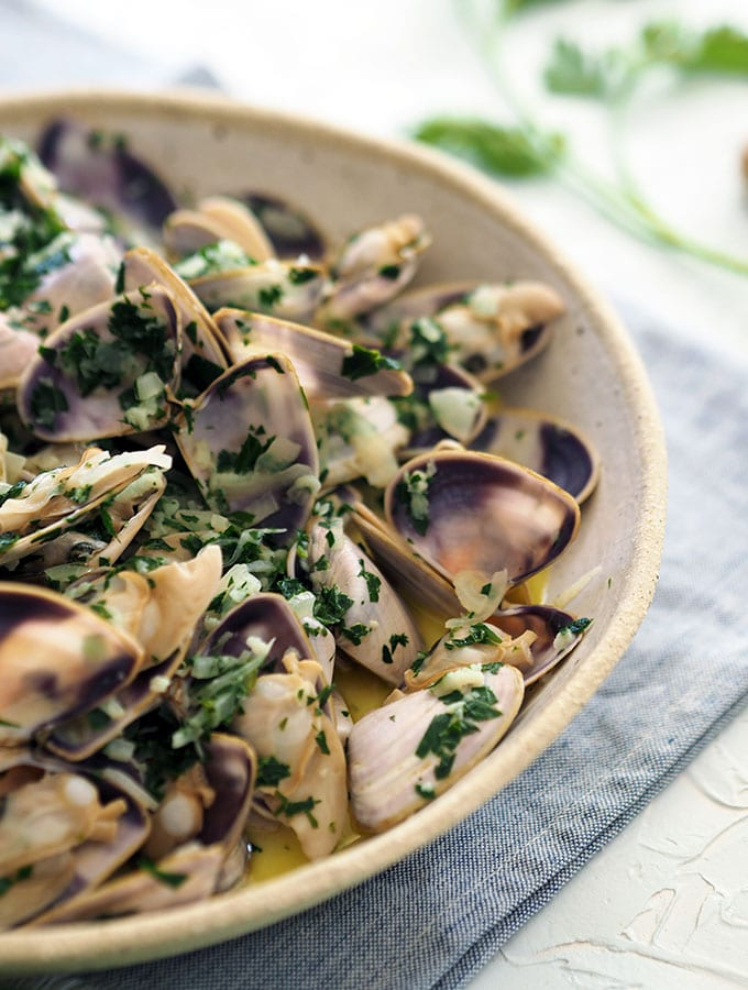 Vongole with Garlic White Wine Cream Sauce is the perfect dish for entertaining or a little easy indulgence. Serve with crusty fresh bread to mop up the delicious sauce.