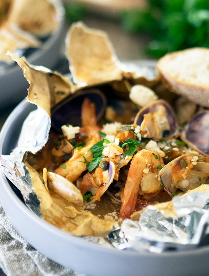 Baked prawn and pipi parcels are a healthy way to cook prawns and pipis, bake them in paper parcels