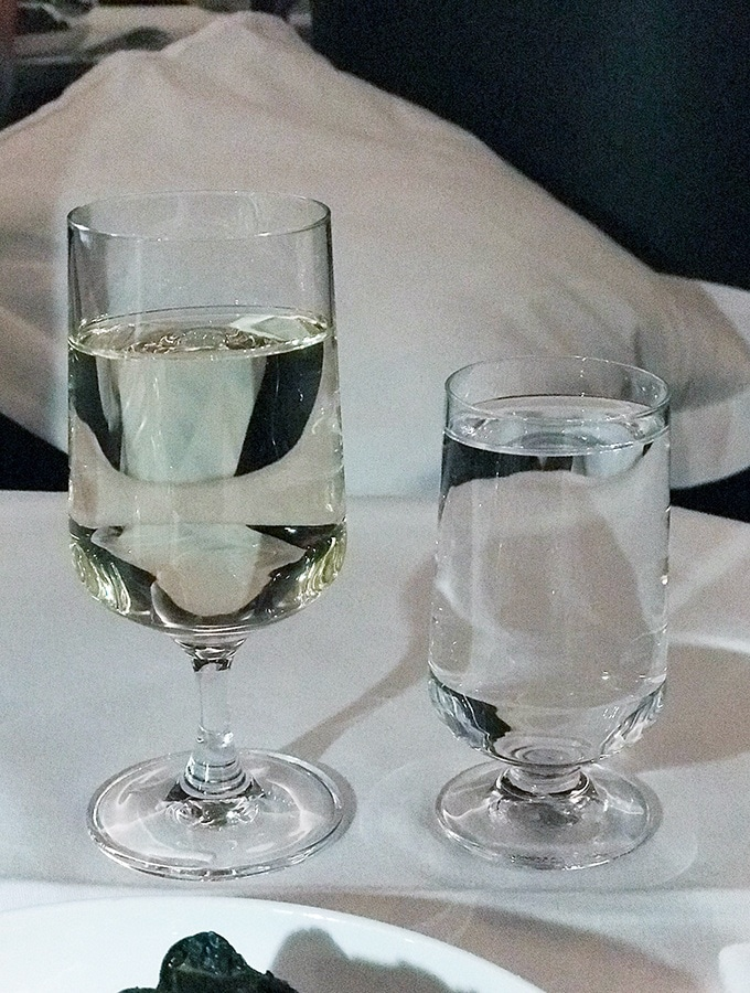 the best Qantas business class seats Sydney to Tokyo - wine with dinner
