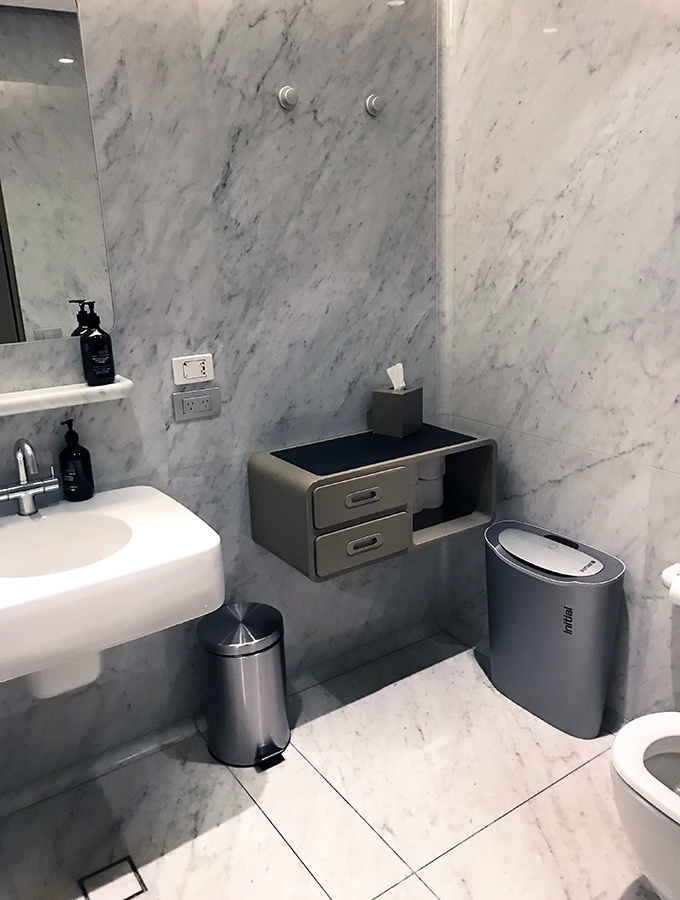 Qantas First Class Lounge Sydney - private bathrooms in the lounge