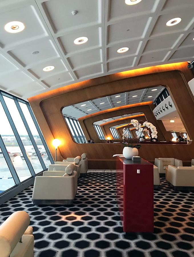Qantas First Class Lounge Sydney - Marc Newson designed European oak wooden dividers