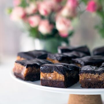 Caramel Crunch Brownies or are they Chocolate Caramel Crunch Brownies? These brownie bars are delicious beyond belief.