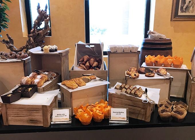 Al Forsan Restaurant Bab Al Shams Breakfast buffet pastries