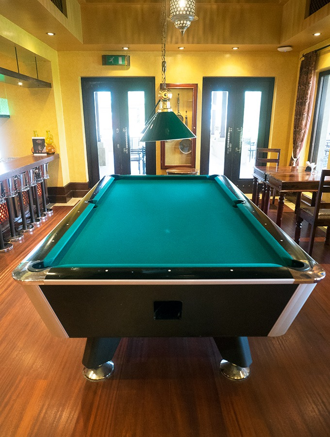 Al Forsan Restaurant Bab Al Shams bar and pool table