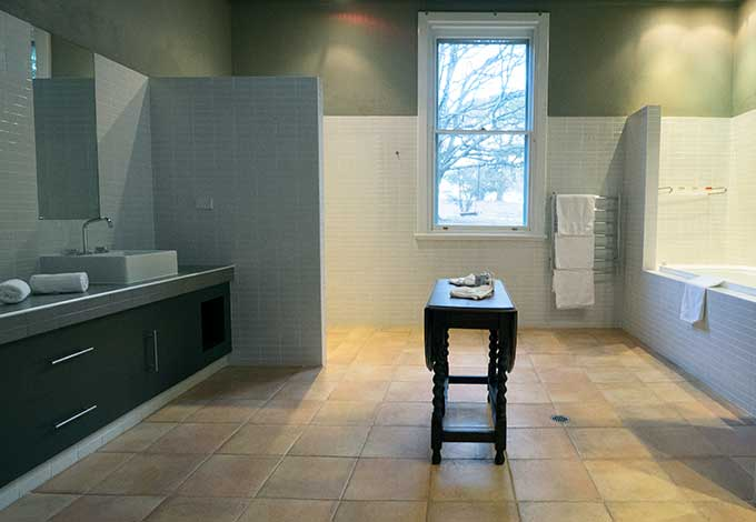 mona farm the coach house bathroom