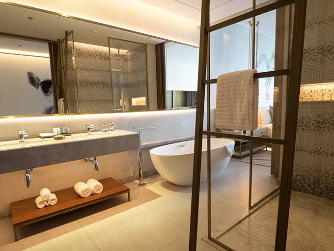 bathroom of deluxe room at Renaissance Downtown Hotel Dubai