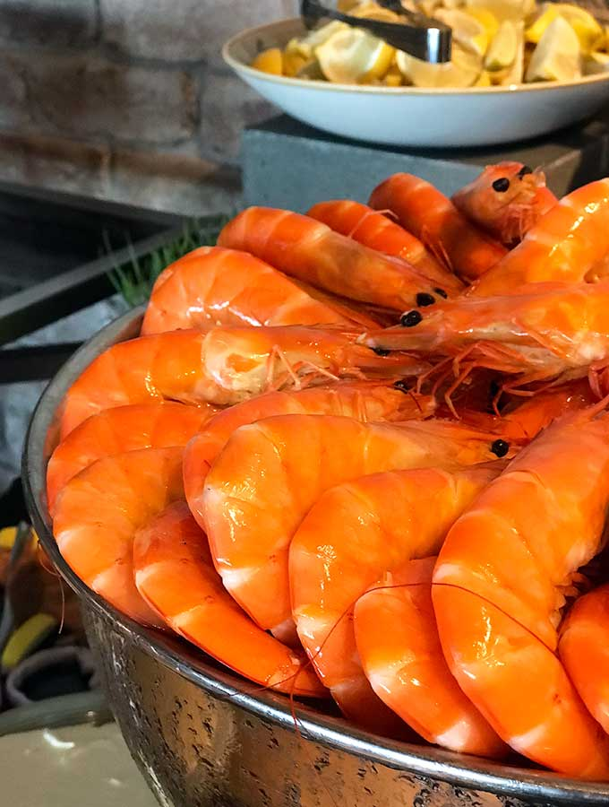 prawns in their shells with heads still on