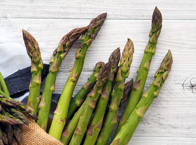 asparagus spears lying on a table top