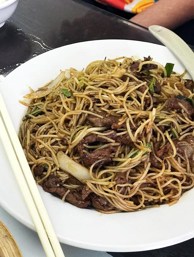 Long Va Tea House in Macao - beef noodles