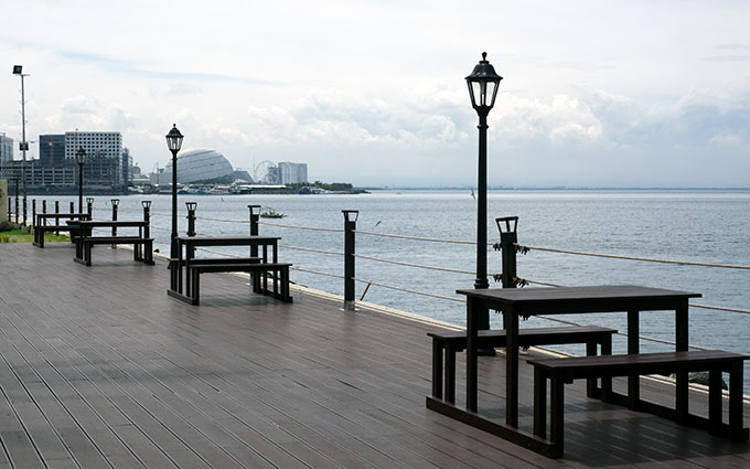 lamps and tables near the water at Sofitel Philippine Plaza Manila