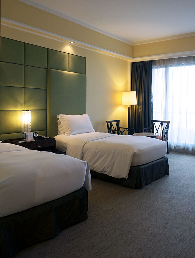 twin beds at Sofitel Philippine Plaza Manila
