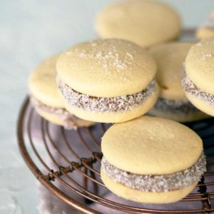 close up on alfajores de maicena cookies on a rack