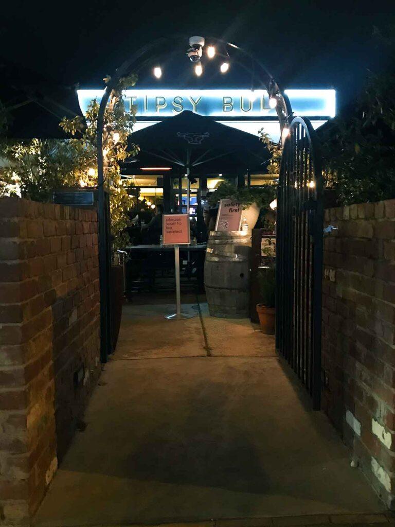 tipsy bull canberra entrance